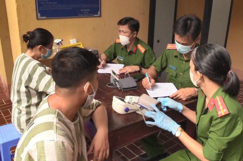 Bình Dương tiêm vaccine phòng COVID cho phạm nhân - ảnh 1