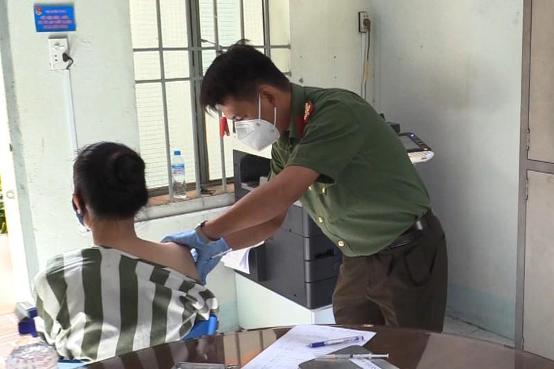 Bình Dương tiêm vaccine phòng COVID cho phạm nhân - ảnh 2