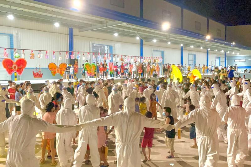 1.200 trẻ em là F0 ở Bình Dương vui vẻ ca hát trong đêm trung thu đặc biệt - ảnh 8