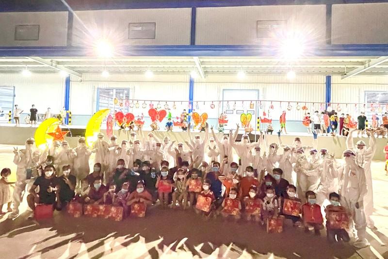 1.200 trẻ em là F0 ở Bình Dương vui vẻ ca hát trong đêm trung thu đặc biệt - ảnh 9