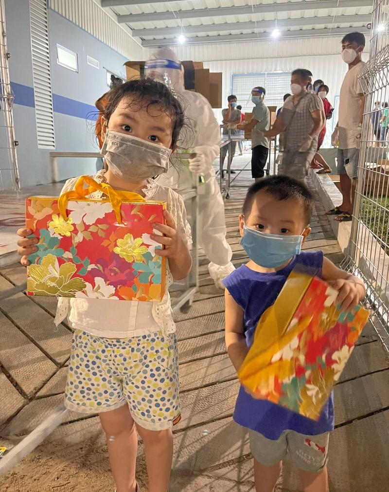 1.200 trẻ em là F0 ở Bình Dương vui vẻ ca hát trong đêm trung thu đặc biệt - ảnh 6