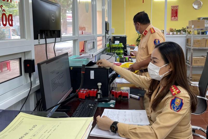 CSGT Bình Dương tiếp nhận hồ sơ đăng ký xe theo ngày với từng địa phương - ảnh 1