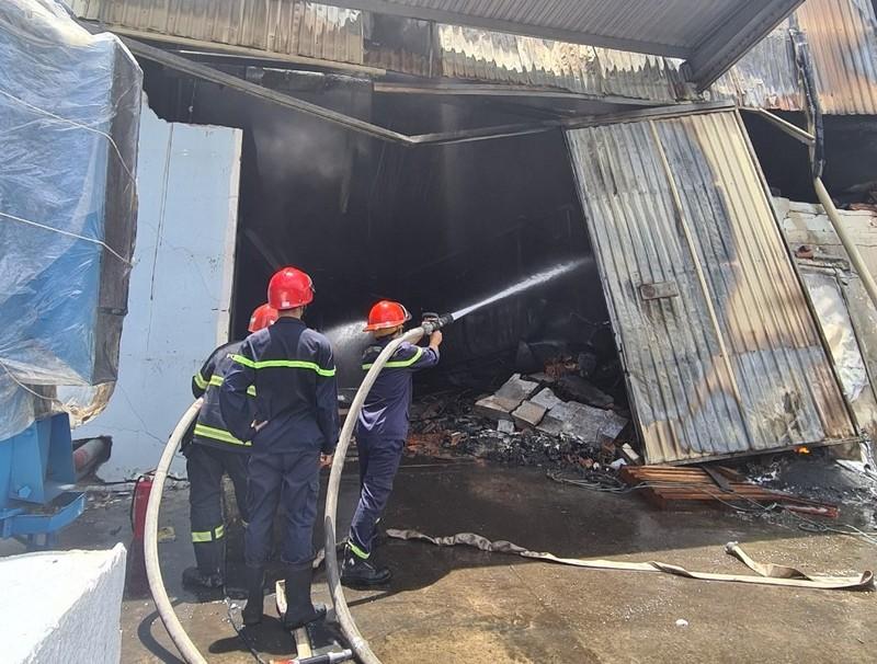 Cháy lớn tại công ty sản xuất mút xốp ở Bình Dương - ảnh 4