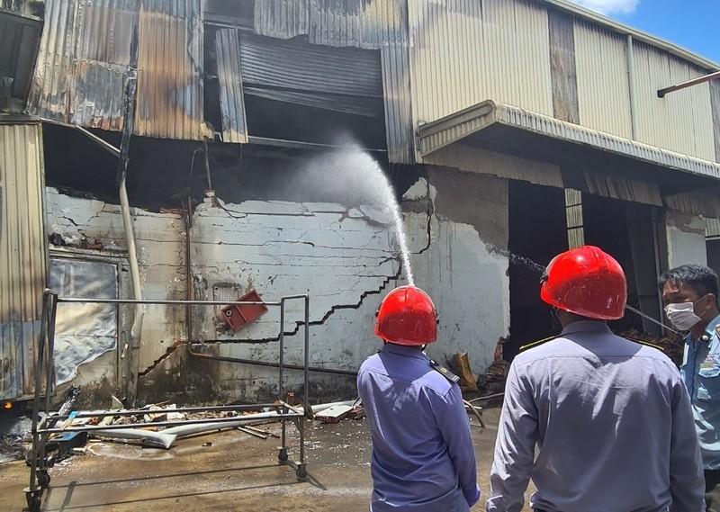 Cháy lớn tại công ty sản xuất mút xốp ở Bình Dương - ảnh 5