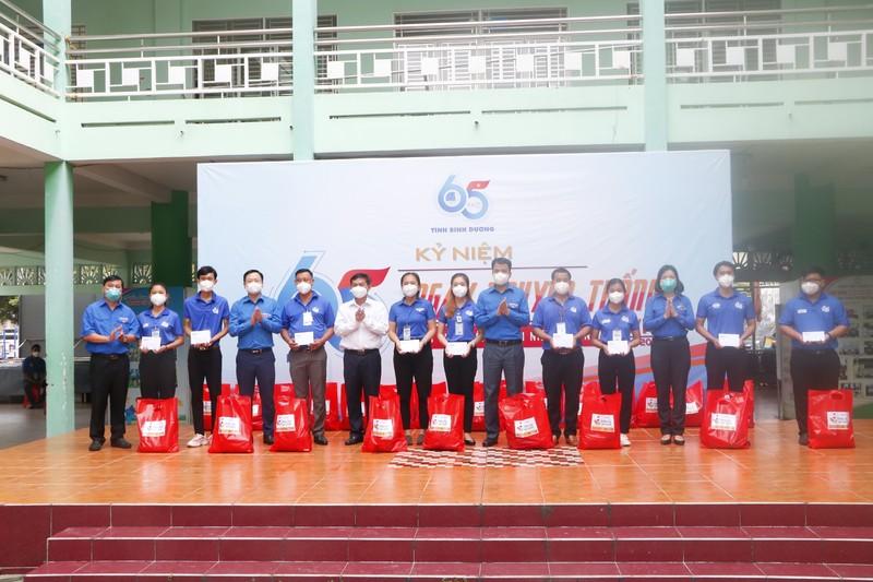 Hơn 10.000 túi thuốc điều trị COVID của Đoàn thanh niên  Bình Dương đến tay F0 - ảnh 6