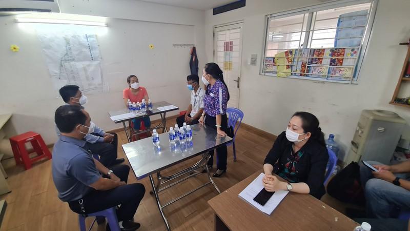 Người phụ nữ trong vụ cưỡng chế test COVID ở Bình Dương bị xử phạt   - ảnh 1