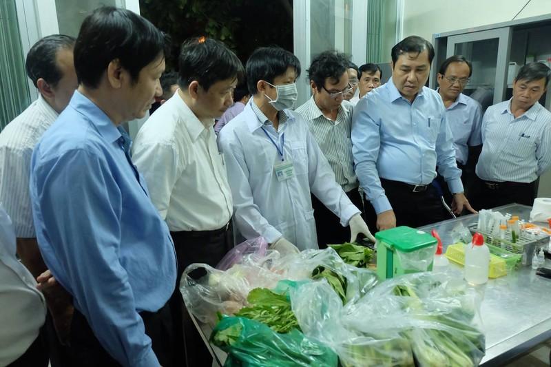 Chủ tịch Đà Nẵng kiểm tra  về an toàn thực phẩm lúc 1 giờ sáng - ảnh 2