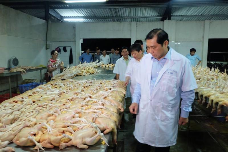 Chủ tịch Đà Nẵng kiểm tra  về an toàn thực phẩm lúc 1 giờ sáng - ảnh 1