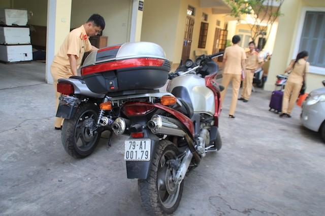 Hai xe mô tô khủng giấy tờ lậu