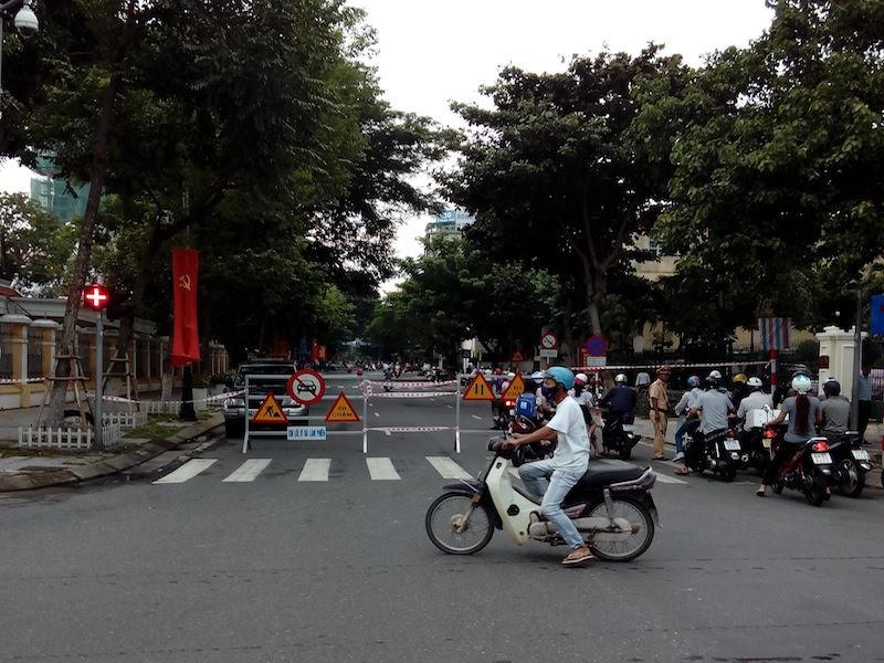 Giao thông khu vực trung tâm Đà Nẵng hỗn loạn vì rào đường - ảnh 3