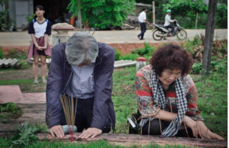 Quỹ hòa bình Hàn Việt tặng tượng 'Xin lỗi Việt Nam' - ảnh 2