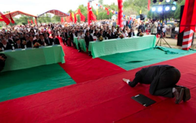Quỹ hòa bình Hàn Việt tặng tượng 'Xin lỗi Việt Nam' - ảnh 4