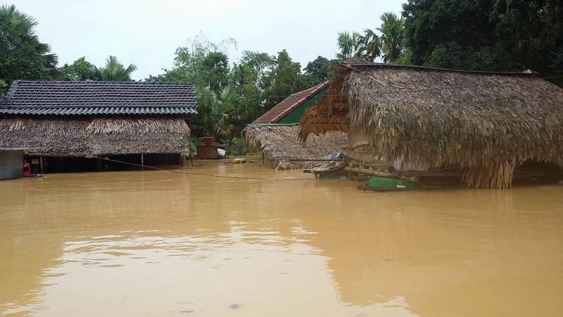 Lũ lại tiếp tục đe doạ từ Nghệ An tới Thừa Thiên-Huế. Ảnh: Lũ nhấn chìm huyện Hương Khê trong đợt lũ vừa qua. Đắc Lam.