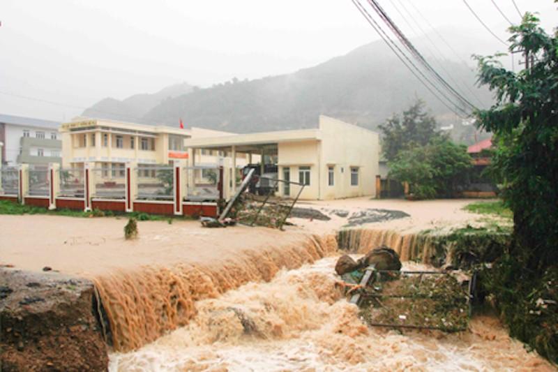 Nhiều nơi ở Khánh Hòa, Phú Yên lại bị lũ chia cắt  - ảnh 2