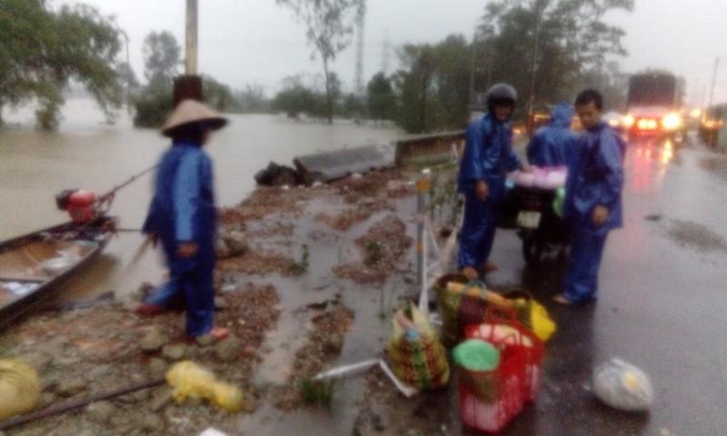 Thừa Thiên-Huế: Ôm bụng bầu 9 tháng chạy lũ - ảnh 2