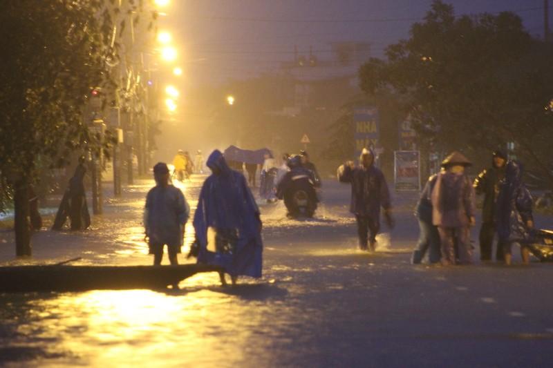 Thừa Thiên-Huế: Ôm bụng bầu 9 tháng chạy lũ - ảnh 3