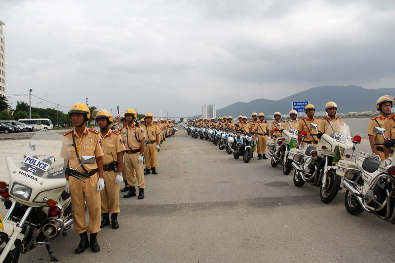 Ra quân 1.000 cán bộ chiến sĩ đảm bảo giao thông APEC - ảnh 7