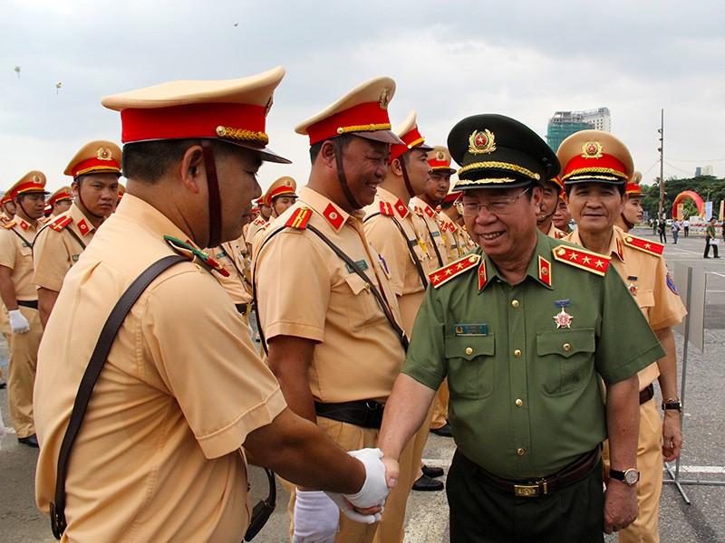Ra quân 1.000 cán bộ chiến sĩ đảm bảo giao thông APEC - ảnh 5