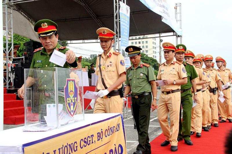 Ra quân 1.000 cán bộ chiến sĩ đảm bảo giao thông APEC - ảnh 6