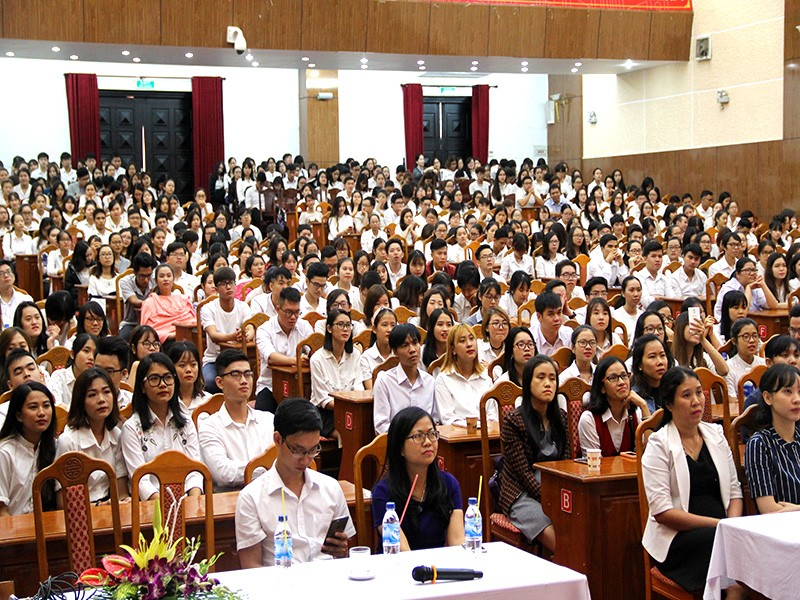 Huy động gần 800 tình nguyện viên phục vụ APEC - ảnh 1