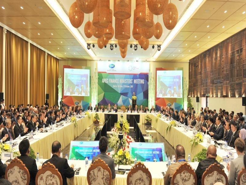 Thủ tướng: 'Tiếp tục đổi mới, cơ cấu lại nền kinh tế' - ảnh 2
