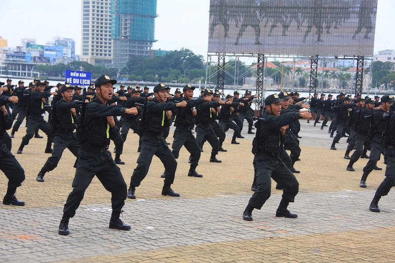 Những màn võ thuật chống khủng bố APEC đẹp mắt - ảnh 10