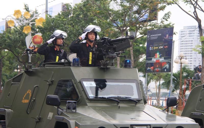 Những màn võ thuật chống khủng bố APEC đẹp mắt - ảnh 3