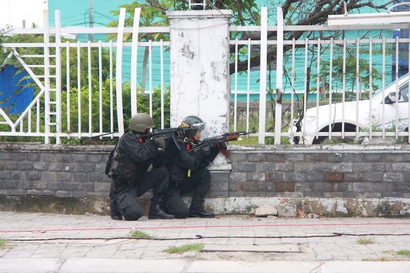 Những màn võ thuật chống khủng bố APEC đẹp mắt - ảnh 5