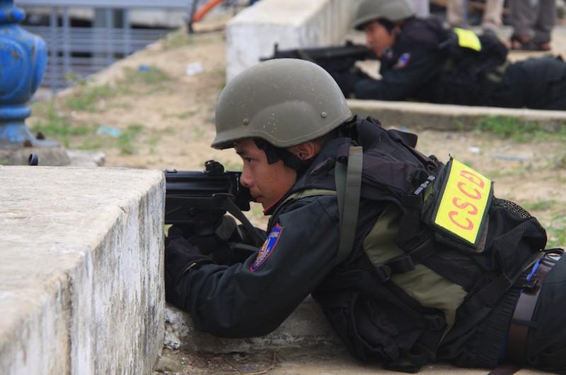 Những màn võ thuật chống khủng bố APEC đẹp mắt - ảnh 9