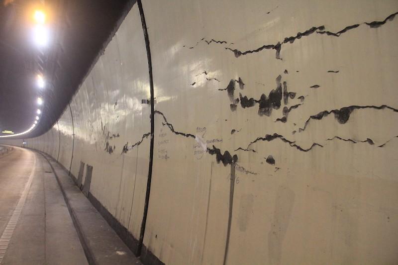 Hầm Hải Vân xuất hiện nhiều vết nứt toác nghiêm trọng - ảnh 2