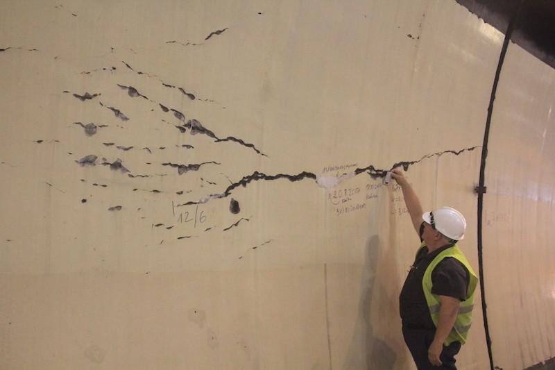 Lãnh đạo Bộ GTVT kiểm tra vết nứt hầm Hải Vân - ảnh 2