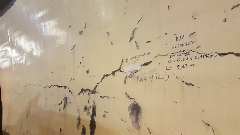 Lãnh đạo Bộ GTVT kiểm tra vết nứt hầm Hải Vân - ảnh 1