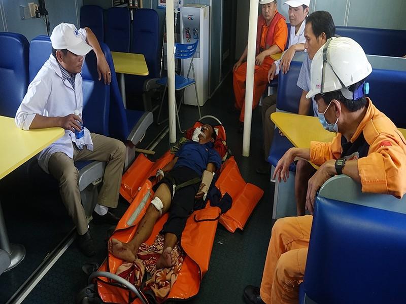 Vượt 300 hải lý để cứu 1 ngư dân - ảnh 1