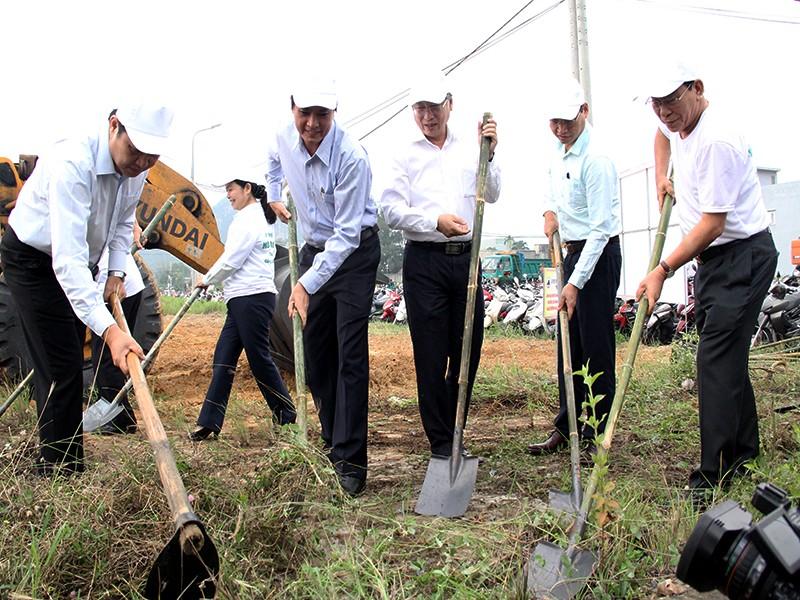 Lãnh đạo Đà Nẵng làm vệ sinh môi trường hưởng ứng APEC - ảnh 2