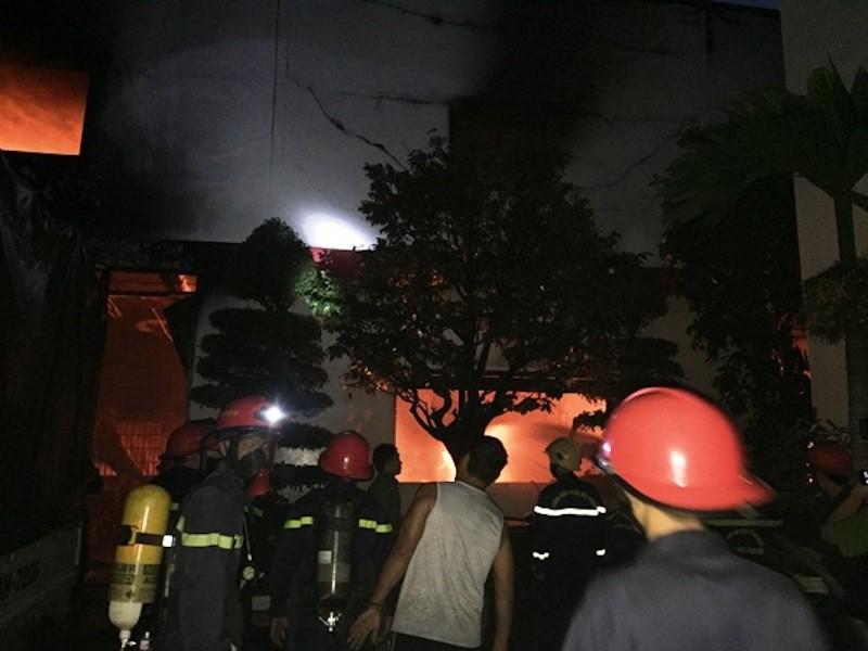 Cháy lớn, giám đốc Cảnh sát PCCC lập tức có mặt - ảnh 1