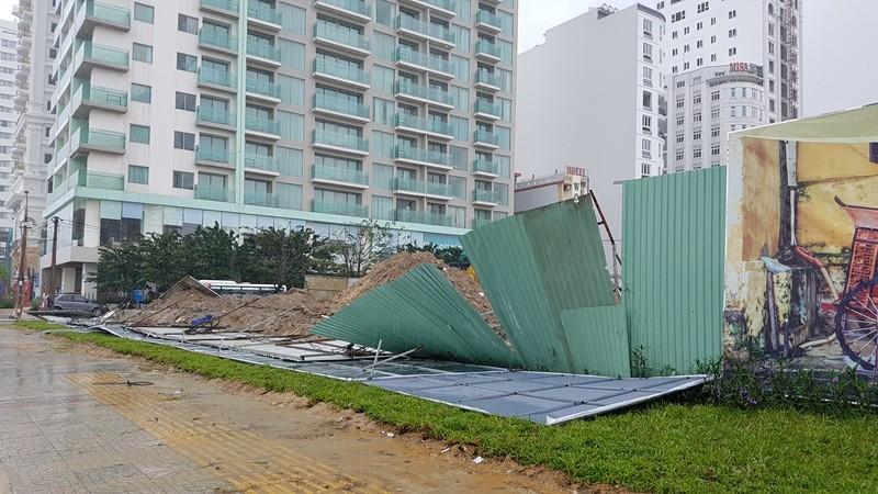 Đà Nẵng thiệt hại nặng sau cơn mưa lớn - ảnh 1