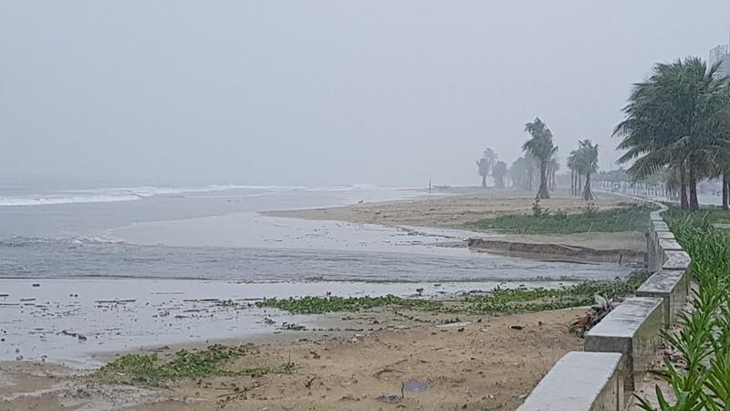 Đà Nẵng thiệt hại nặng sau cơn mưa lớn - ảnh 4