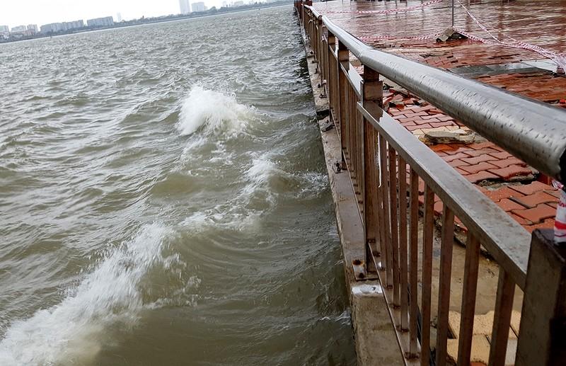 Kè sông Hàn bị sóng vỗ hỏng nghiêm trọng - ảnh 4
