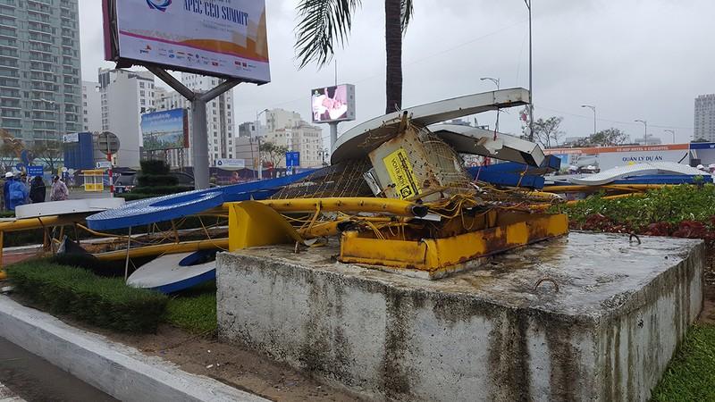 Đà Nẵng: Cổng chào, cây cối gãy ngã la liệt do bão  - ảnh 4