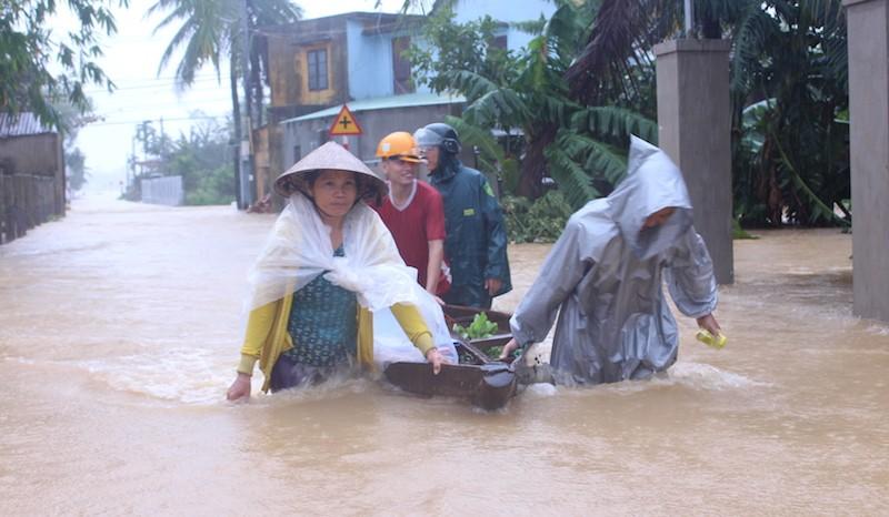 Đà Nẵng lũ đang nhấn chìm hơn 2.500 nhà dân - ảnh 1