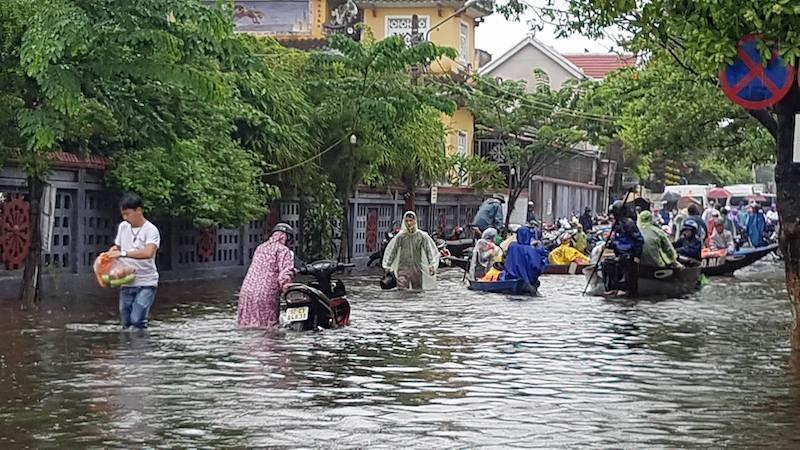 Hội An và vùng trũng Đà Nẵng ngập chìm trong lũ - ảnh 6