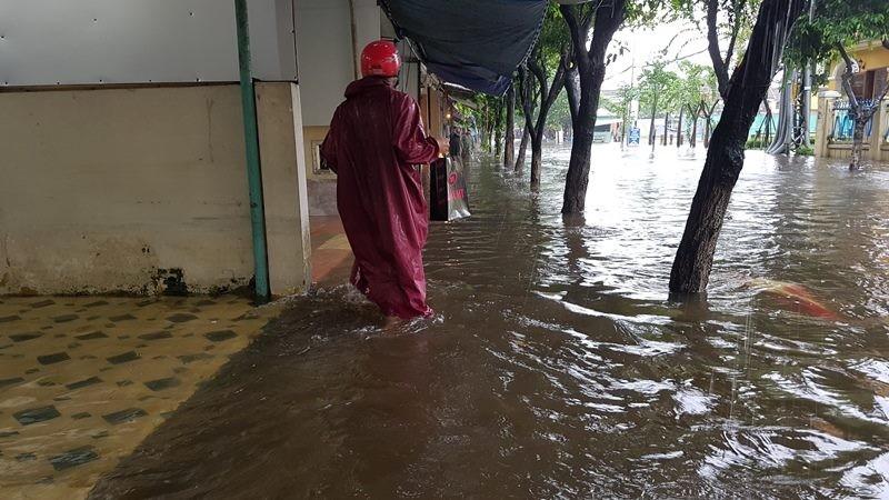 Hội An và vùng trũng Đà Nẵng ngập chìm trong lũ - ảnh 2