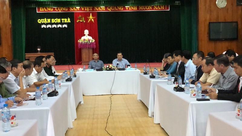 Bí thư, Chủ tịch Đà Nẵng họp khẩn về khắc phục bão số 12 - ảnh 1