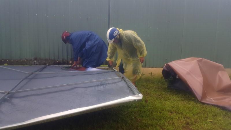 Đà Nẵng: Đội mưa gió khắc phục hậu quả bão số 12 - ảnh 3