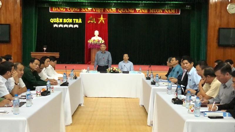 Bí thư, Chủ tịch Đà Nẵng họp khẩn về khắc phục bão số 12 - ảnh 2