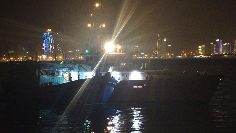 Cứu khẩn cấp 13 ngư dân tàu cá gặp nạn - ảnh 1