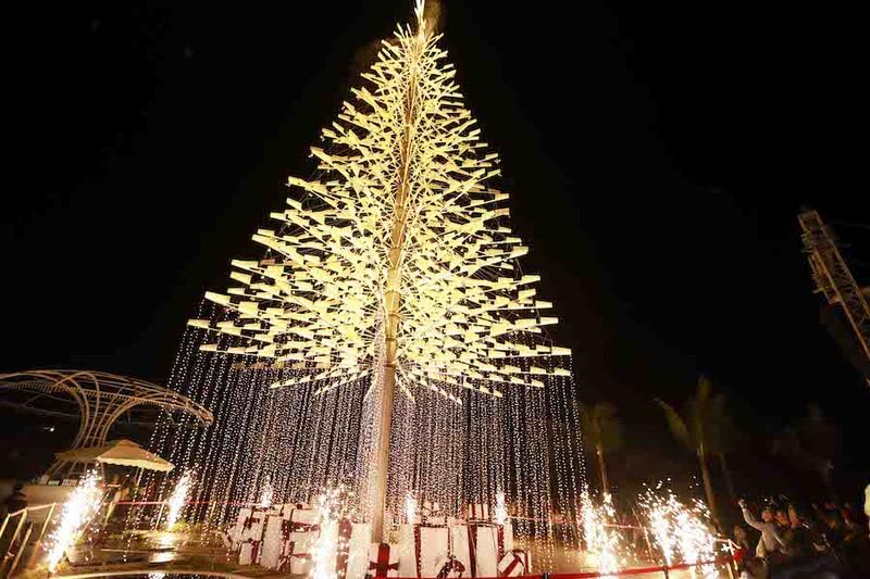 Cây thông pha lê cao nhất Việt Nam đón Noel - ảnh 1