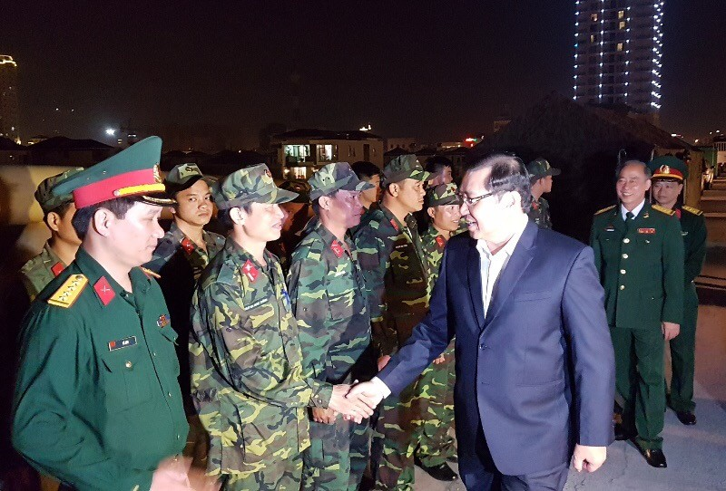 Chủ tịch Đà Nẵng lì xì trẻ mồ côi - ảnh 2