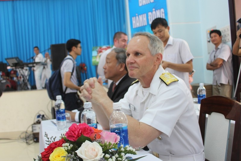 Những hình ảnh siêu dễ thương của hải quân Mỹ ở Đà Nẵng - ảnh 7