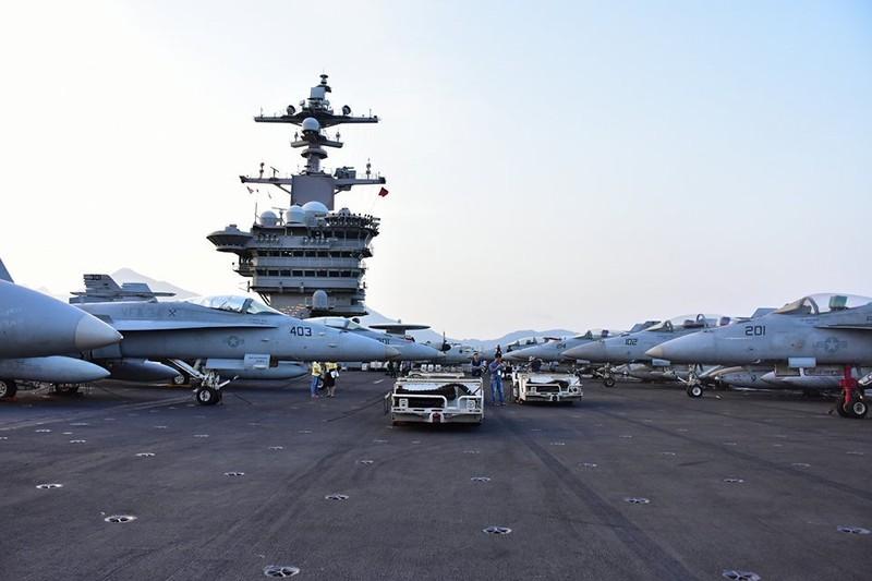 Mở tiệc chiêu đãi trên tàu sân bay USS Carl Vinson - ảnh 1